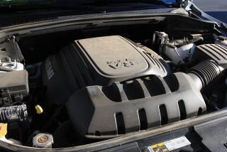 peek into motor bay: the V8 5.7l engine